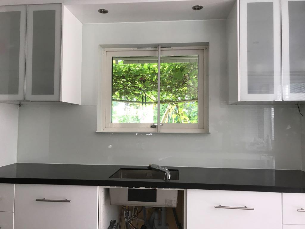 Achterwand Voor Keuken : Glazen achterwand keuken van reenen glas